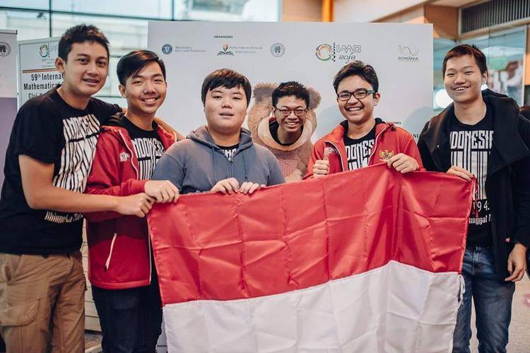 Tim pelajar Indonesia yang meraih 1 emas dan 5 perak dalam International Mathematical Olympiad (IMO) yang berlangsung di rumania.