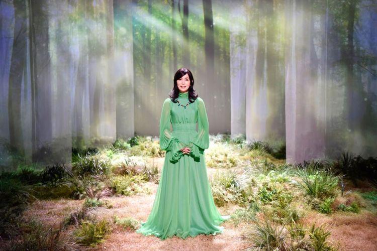 Mariya Takeuchi (64) menjadi penyanyi tertua yang menduduki tangga teratas Oricon.