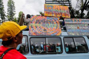 Kepada Sopir Angkot, Anggota DPRD DKI Janji Akan Minta Klarifikasi ke Gubernur