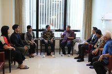 Jokowi: Seluruh Masyarakat Indonesia Mendoakan untuk Kesembuhan Ibu...