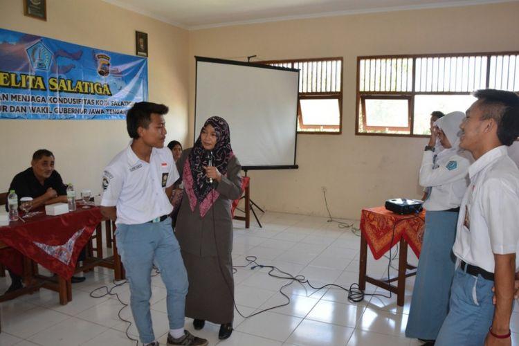 Komisi Pemilihan Umum (KPU) Kota Salatiga, Senin (9/10/2017) siang, menggelar sosialisasi pemilu di SMK Pelita Salatiga. SALATIGA, KOM
