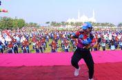 Lebih dari 5000 Pelajar Madiun Senam 'Goyang Dayung' Ala Jokowi