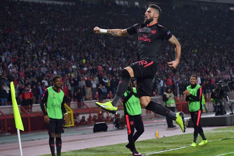 Olivier Giroud merayakan gol kemenangan Arsenal atas tuan rumah Crvena Zvezda pada pertandingan Liga Europa di Beograd, Jumat (19/10/2017).