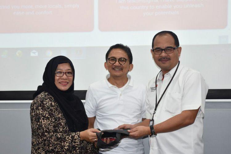 Direktur Solution Operation Telkomsigma, Achmad Sugiarto (tengah) kala peluncuran layanan mobile cloud dari Telkomsigma, Kamis (11/1/2018).