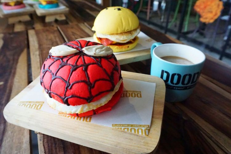 Burger karakter kartun Spiderman dan Winnie The Pooh di Doodle Burger, Yogyakarta, Kamis (1/3/2018).