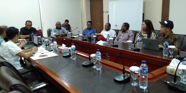 Rapat persiapan kunjungan Gubernur Papua Barat bertemu dengan pemerintah dan tokoh swasta di Amerika Serikat yang akan dilakukan pada 7 - 12 Juni nanti digelar di Kantor Perwakilan Provinsi Papua Barat, Cikini, Jakarta (29/5/2019).