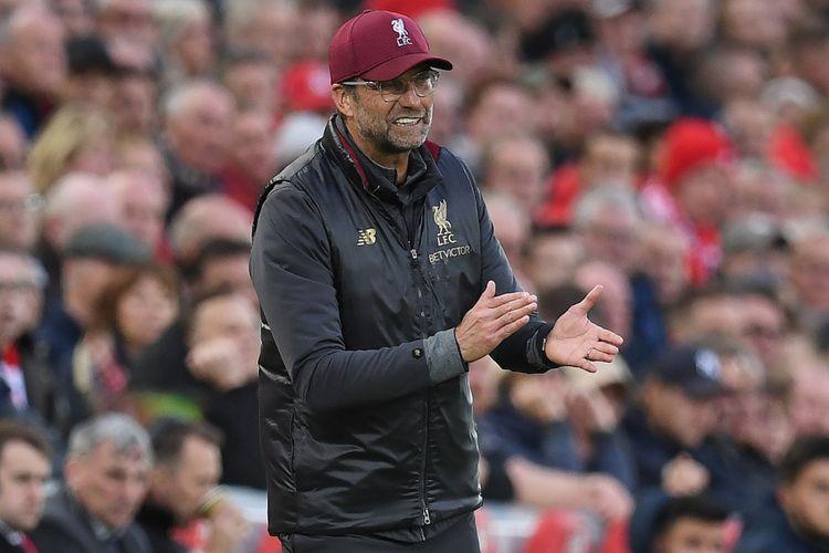 Gaya Juergen Klopp memberi instruksi pada laga Liverpool vs Manchester City di Stadion Anfield dalam lanjutan Premier League, 7 Oktober 2018.
