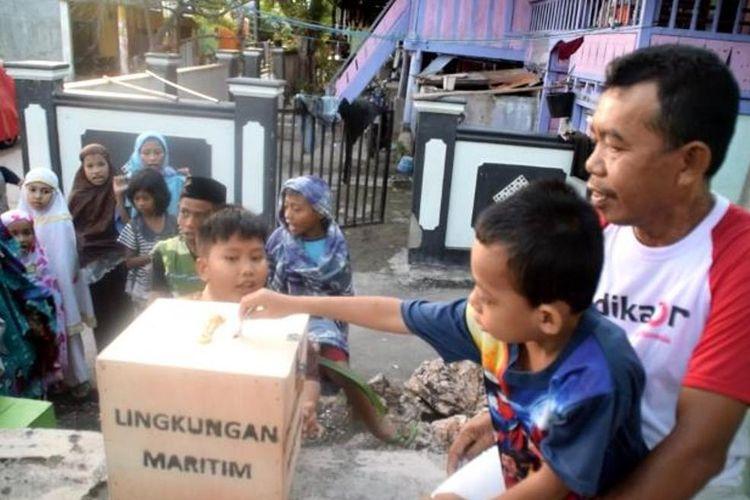Tradisi kambua-kambua yang dilakukan anak-anak masih dilestarikan oleh  masyarakat Kelurahan Kaobula, Kecamatan Batupoaro, Kota Baubau, Sulawesi Tenggara.