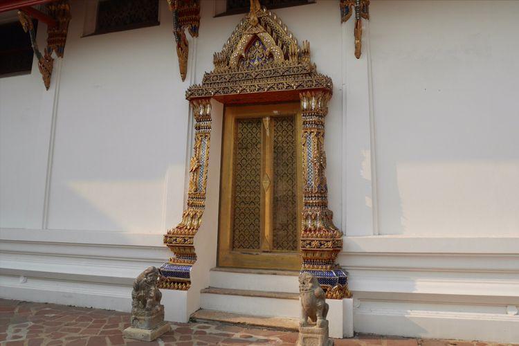 Wat Pho salah satu kuil ikonik di Bangkok, Thailand, Mingu (4/2/2018).