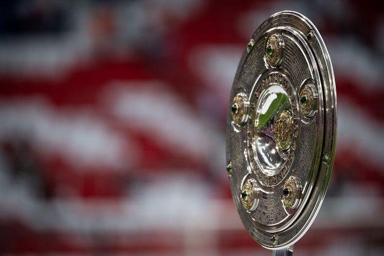 Trofi Piring Salad, lambang gelar juara Bundesliga 1 - kasta teratas Liga Jerman.