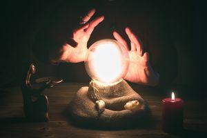Alasan Ilmiah Mengapa Banyak Orang Percaya Kekuatan Gaib