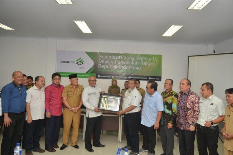 Staf Ahli Menteri Ketenagakerjaan Irianto Simbolon mendampingi anggkota Komisi IX DPR RI saat kunjungan kerja ke Berau, Kalimantan Timur, Jumat (3/8/2018)