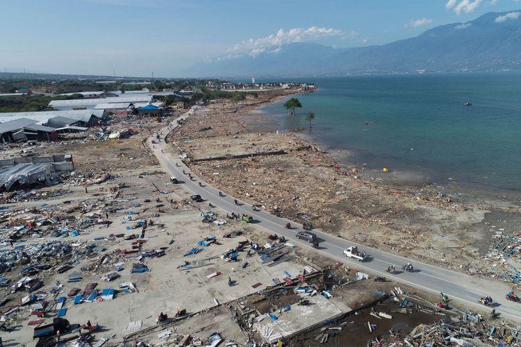 Kerusakan di Dupa Tondo, Kelurahan Layana, Kecamatan Mantikulore, Kota Palu, Sulawesi Tengah, Selasa (2/10/2018). Kawasan pergudangan dan mebel yang terletak di pesisir pantai, luluh lantak diterjang tsunami.