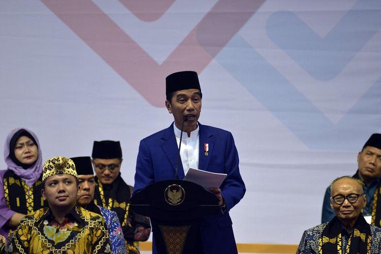 Presiden Joko Widodo menyampaikan sambutan saat membuka Silaturahmi Kerja Nasional (Silaknas) Ikatan Cendekiawan Muslim Indonesia (ICMI) tahun 2018 di Bandar Lampung, Lampung, Kamis (6/12/2018). ANTARA FOTO/Ardiansyah/kye.