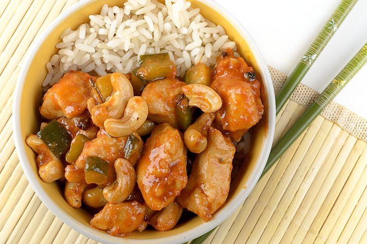 Hidangan ayam kung pao yang berasal dari Sichuan, Tiongkok.