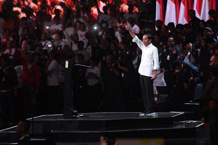 Capres nomor urut 01 Joko Widodo menghadiri acara Konvensi Rakyat di Sentul, Bogor, Jawa Barat, Minggu (24/2/2019). Konvensi Rakyat itu mengangkat tema optimis Indonesia maju. ANTARA FOTO/Akbar Nugroho Gumay/aww.