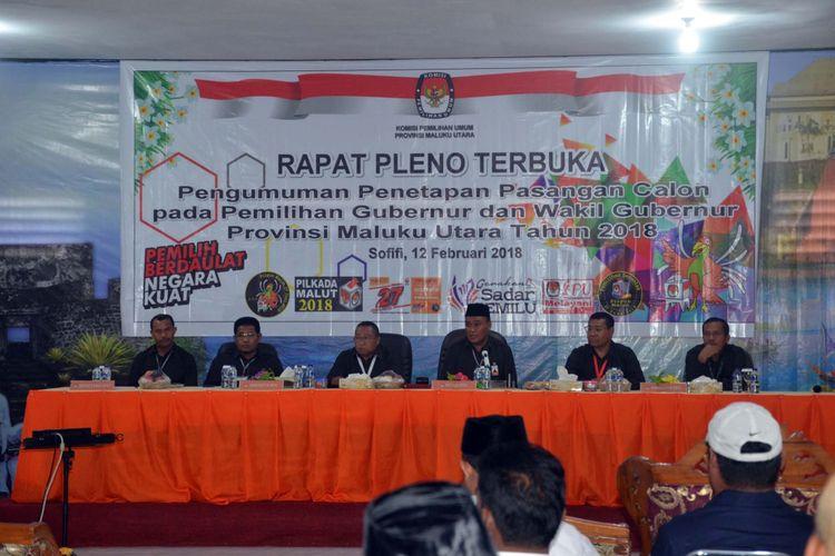 Rapat pleno terbuka pengumuman pasangan calon pada pemilihan gubernur dan wakil gubernur Maluku Utara Tahun 2018 di Kantor KPU Maluku Utara, Senin (12/2/2018)