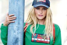 Britney Spears Terlihat Seperti Gadis Muda di Iklan Kenzo