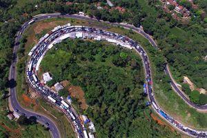 'Semalam, Purwokerto-Bandung 14 Jam, Bener-bener Enggak Bisa Gerak...'