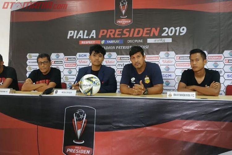 Jumpa pers Semen Padang dan Bhayangkara FC, Sabtu (2/3/2019). Kedua tim akan bertanding pada laga perdana Grup B Piala Presiden 2019 di di Stadion Patriot Chandrabhaga, Kota Bekasi, Minggu (2/3/2019), pukul 15.30 WIB.