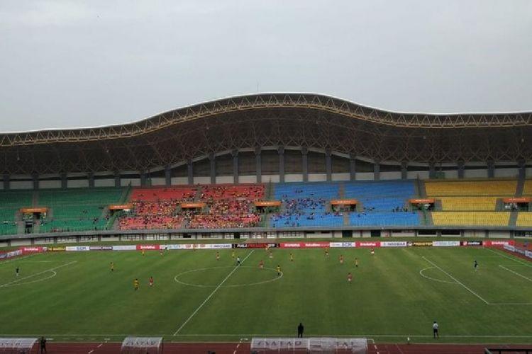 Suasana pertandingan antara Bhayangkara FC melawan Semen Padang pada partai pertama Grup B Piala Presiden 2019 di Stadion Patriot Chandrabhaga, Bekasi, Minggu (3/3/2019).