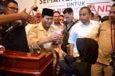 Saat Prabowo Dibuat Terharu oleh Pemberian Siswi Kelas 3 SD di Medan...