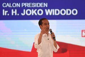 Jokowi Pegang Pulpen Saat Debat atas Saran Tim, Ini Alasannya