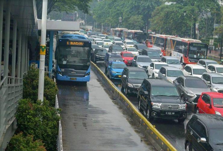 Layani 663.000 Penumpang Per Hari, Transjakarta Makin Diminati