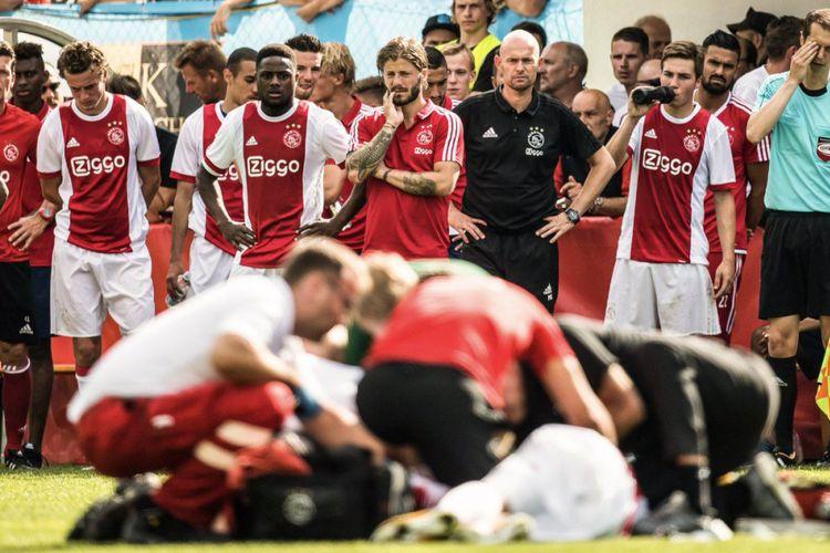 Abdelhak Nouri pingsan secara tiba-tiba saat Ajax melakoni uji coba kontra Werder Bremen di Austria, Sabtu (8/7/2017).