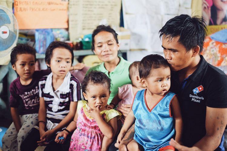 Ali Nur dan istrinya, Orick, 30th, mempunyai lima orang anak di pengungsian Marawi.