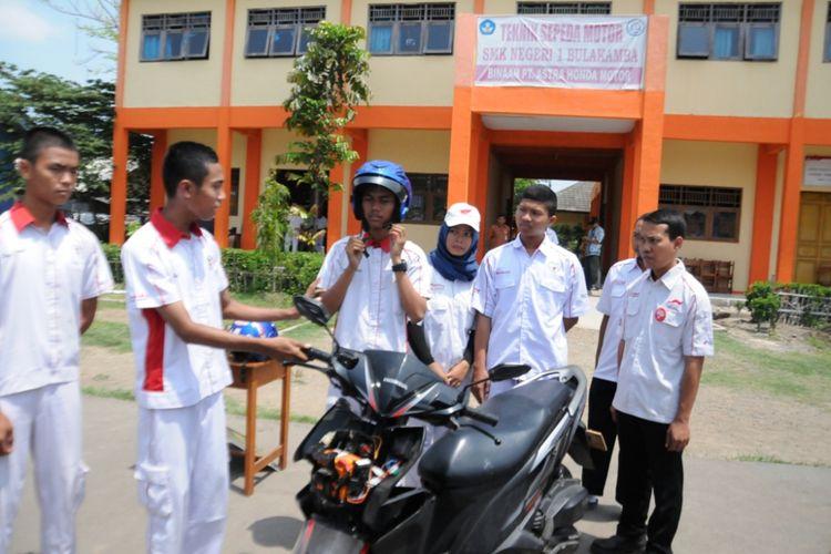 Helm pintar ciptaan SMK Bulakamba 1 Jawa Tengah.