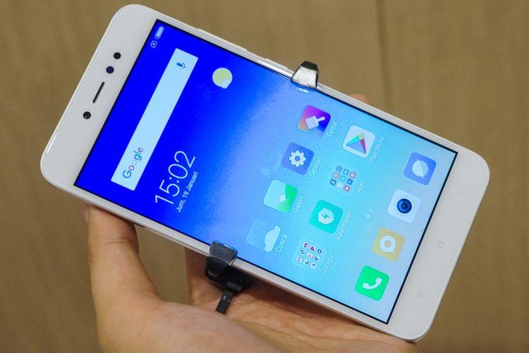 Bagian depan Redmi Note 5A Prime tampak seperti ponsel-ponsel entry level  lain dari Xiaomi. Tombol navigasi back, home, dan recent apps berupa softbutton berlabel yang terletak di bawah layar (5,5 inci, 1.280 x 720 piksel).