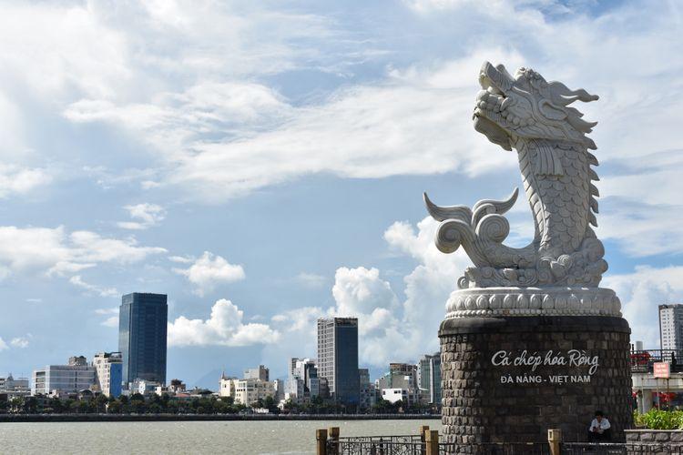 Kota Danang dengan cepatnya dipenuhi dengan gedung tinggi. Di tahun 2017. Produk Samsung telah menghasilkan 227 miliar dollar AS kepada ekspor Vietnam, termasuk besi dan mebel yang juga sangat diutamakan.