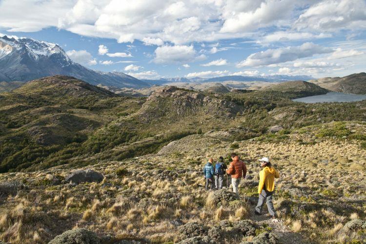 Aktivitas hiking dan trekking di Cile, Amerika Selatan.