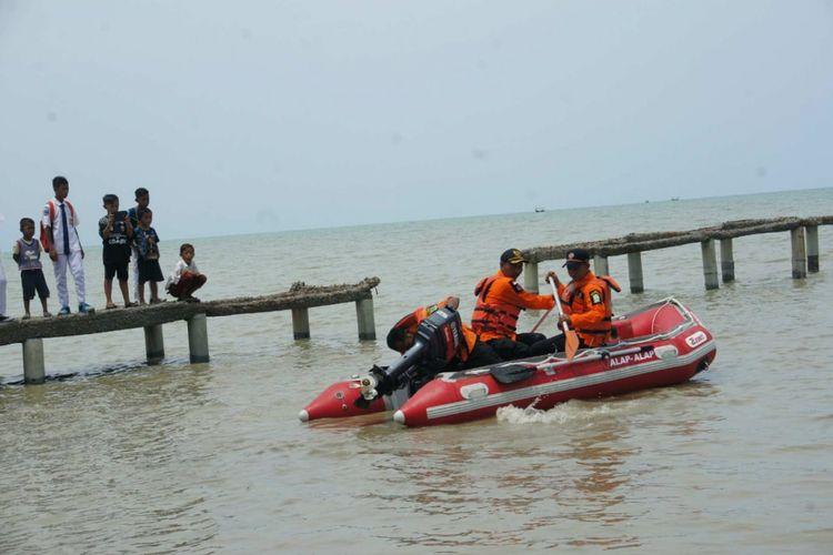 Tim Basarnas menyisir perairan di sekitar lokasi jatuhnya pesawat Lion Air JT 610 rute Jakarta-Pangkal Pinang di perairan Karawang, Jawa Barat, Senin (29/10/2018).