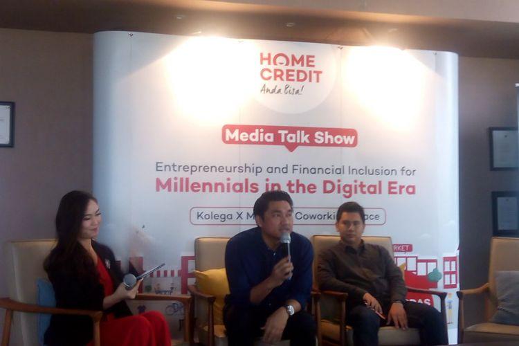 "Chief External Affairs Home Credit Indonesia, Andy Nahil Gultom (tengah) dalam Media Talkshow ""Entrepreneurship and Financial Inclusion for Millennials in the Digital Era di Kuningan, Jakarta Selatan, Kamis (22/11/2018)."