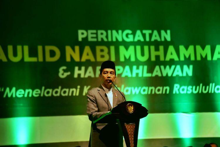 Presiden Jokowi saat  menghadiri peringatan Maulid Nabi Muhammad SAW 1440 H dan Hari Pahlawan di Alun-alun Kajen, Kabupaten Pekalongan, Kamis (22/11/2018).