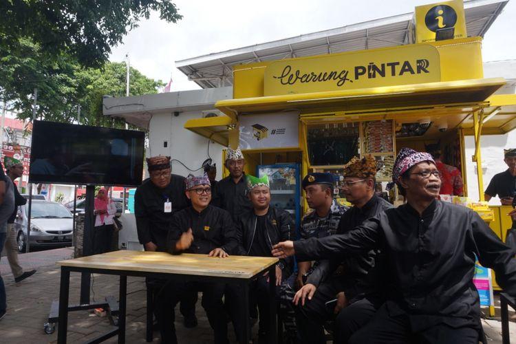 Warung Pintar di Taman Blambangan Banyuwangi dilengkapi dengan informasi wisata yang mudah diakses oleh masyarakat.