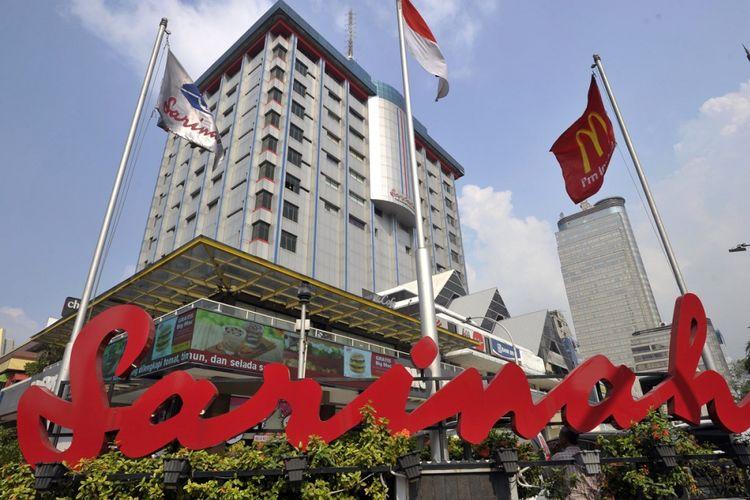 Gedung pusat perbelanjaan Sarinah di Jalan MH Thamrin, Jakarta Pusat, Rabu (3/7/15). Sarinah merupakan pusat perbelanjaan pertama di Indonesia yang dibangun dan diresmikan pada masa pemerintahan Presiden Soekarno.