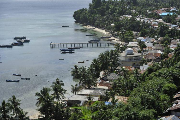 Pulau Rhun - Salah satu sudut Pulau Run di Kepulauan Banda, Kabupaten Maluku Tengah, Maluku. Pulau yang dikenal sebagai asal muasal pohon pala ini pada pertengahan abad ke-17 pernah dikuasai Inggris yang kemudian ditukar dengan Pulau Manhattan di Amerika yang waktu itu dikuasai Belanda.