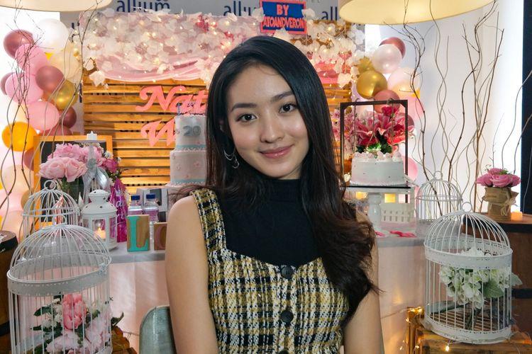 Artis peran Natasha Wilona saat ditemui di Hotel Allium, Tangerang, Banten, Minggu (13/1/2019).