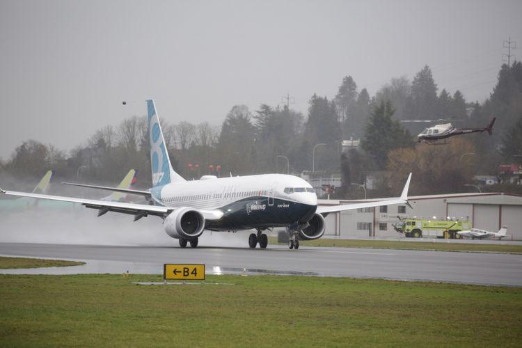 Pesawat generasi terbaru Boeing 737 MAX 8 saat terbang untuk pertama kalinya di Renton, Washington, Amerika Serikat, 29 Januari 2016. Pesawat ini merupakan seri terbaru dan populer dengan fitur mesin hemat bahan bakar dan desain sayap yang diperbaharui.
