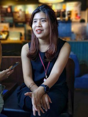 Annisa Nurul Maulina, Product Marketing Manager Samsung Electronics Indonesia, sudah mengenakan Galaxy Watch dalam acara Media Experience Galaxy Note 9 di Jakarta, Jumat (10/8/2018).