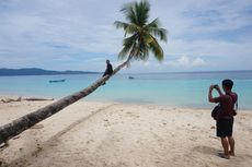 Pantai Wambar, Laut Biru Jernih Berpasir Putih di Fakfak Papua Barat