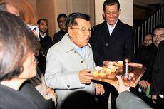 Kue Istimewa dari Kepala BNPB di Hari Ulang Tahun Jusuf Kalla