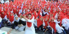 Ribuan Santriwati Berkerudung Merah Sambut Puti di Kediri