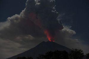 Gunung Agung Kembali Meletus, Abu Menyembur Setinggi 2 Kilometer