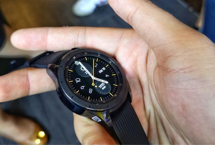 Dua Gadget Pendamping Galaxy S10 yang Bikin Sehat dan Nggak 'Ansos'