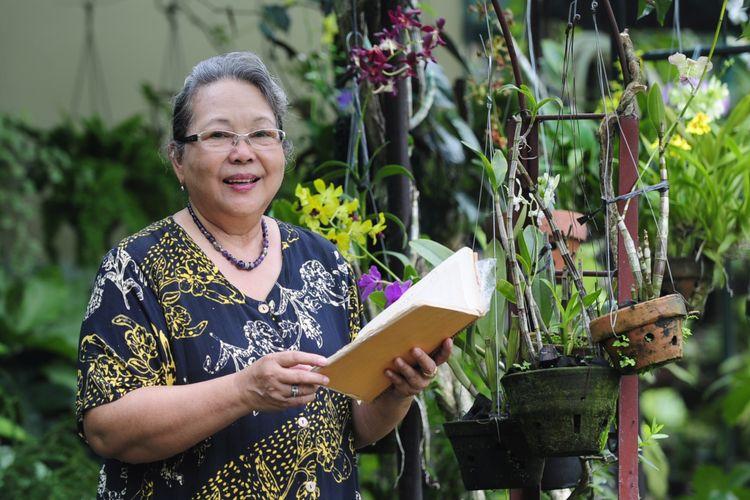 Selagi daya ingat masih kuat, novelis Nh Dini bertekad terus menulis hingga akhir hayat. Karena itu, setiap tahun selalu ada novel baru yang ditulisnya. Saat merayakan ulang tahunnya yang ke-76 pada 29 Februari, misalnya, dia meluncurkan karya terbarunya.