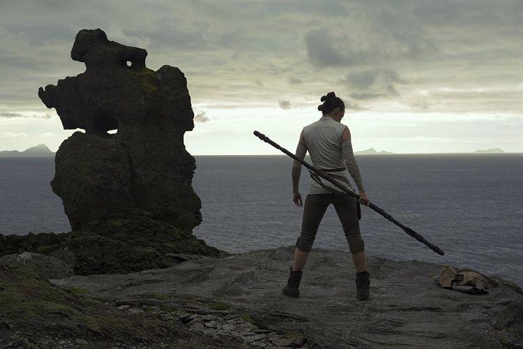 Daisy Ridley bermain sebagai Rey dalam Star Wars: The Last Jedi